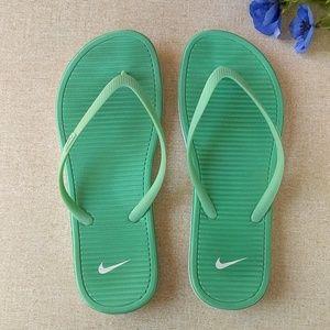 Nike Flip Flops 10 Green Sandals Light Solar Soft